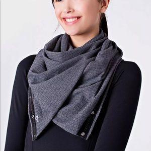 Ivivva Black & Gray Herringbone Vinyasa Wrap